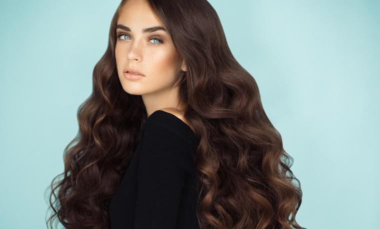 cabello-castano-color-oscuro-cabello-largo