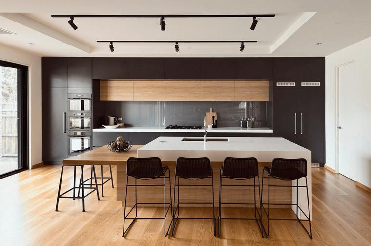 cocina-amplia-madera-muebles-negros-opciones