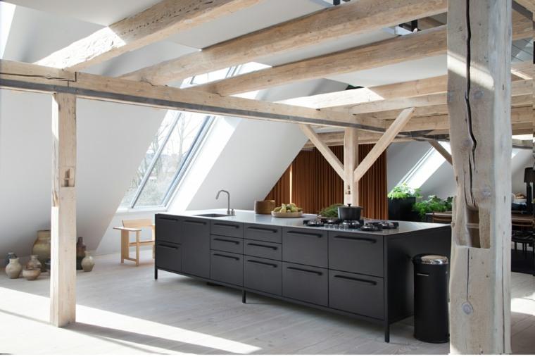 cocina-negra-columnas-madera-opciones-diseno