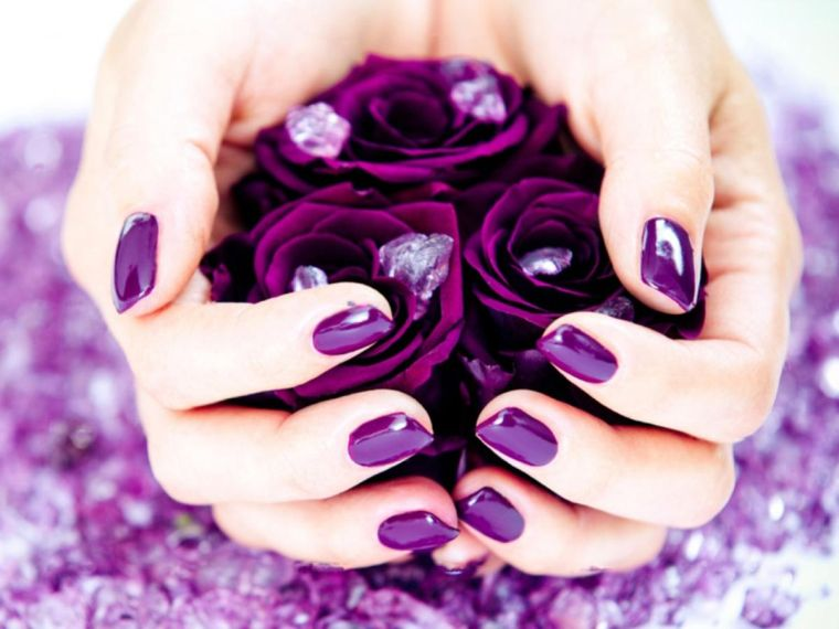 color-purpura-brillante-ideas-unas-invierno