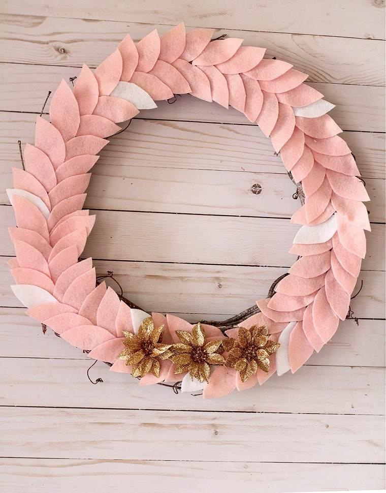 como-hacer-una-corona-de-navidad-fieltro-rosa