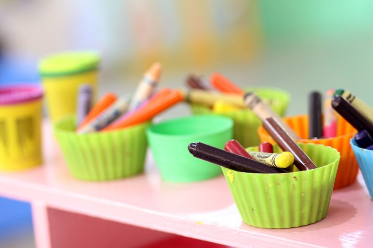crayones-colorear-ninos-manualidades-ideas