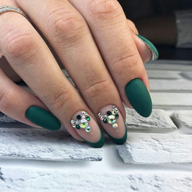 diseno-unas-invirno-2018-color-verde-piedras
