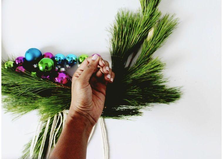 diy-corona-navidad-ideas-estilo-escandinavo-bolas-navidad-atadas