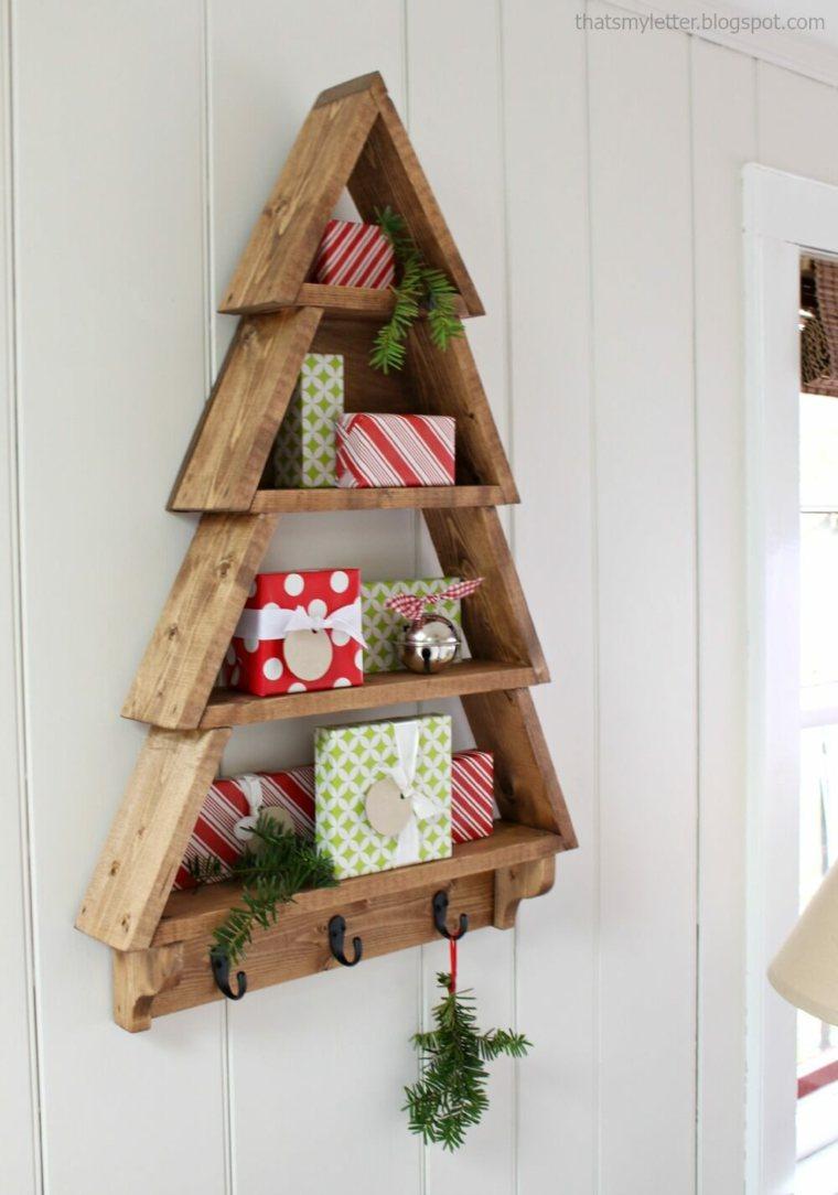 Estantes de madera en forma de árbol de Navidad
