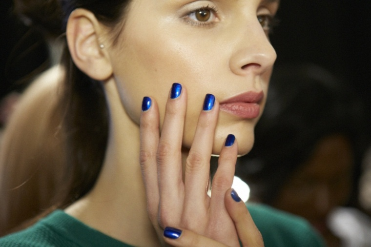 manicura-unas-dioseno-colores-invierno-azul-oscuro