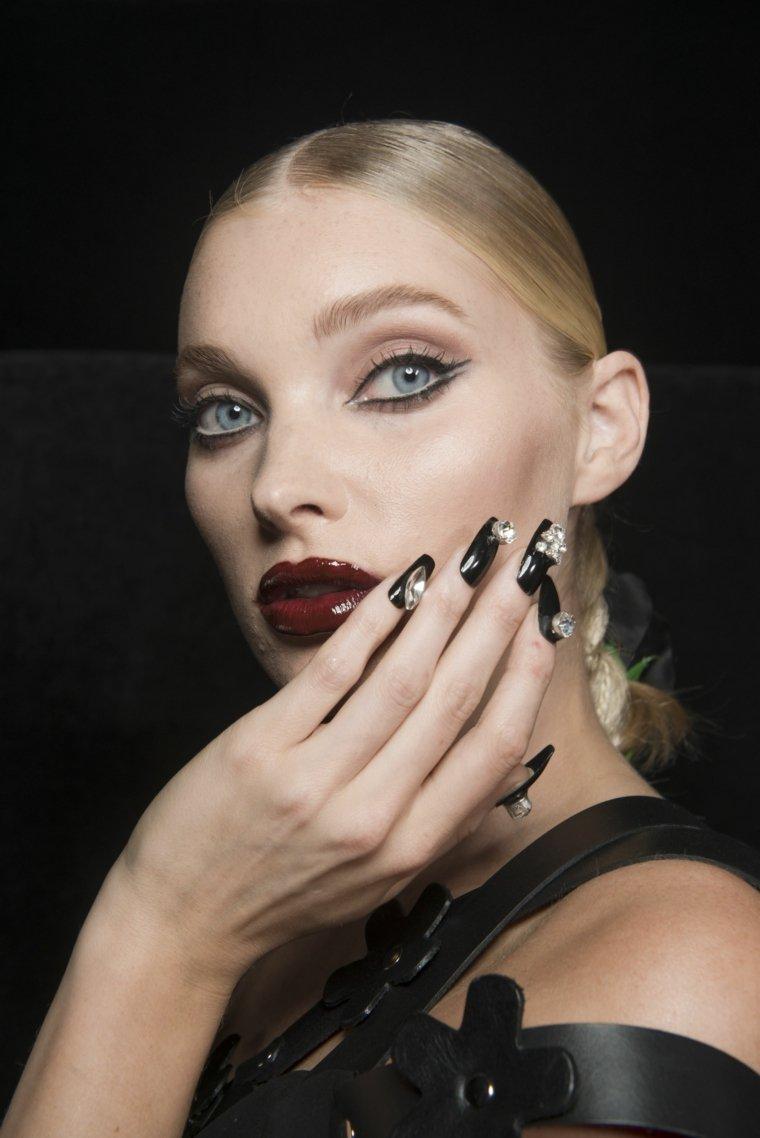 manicura-unas-dioseno-colores-negro-diamantes