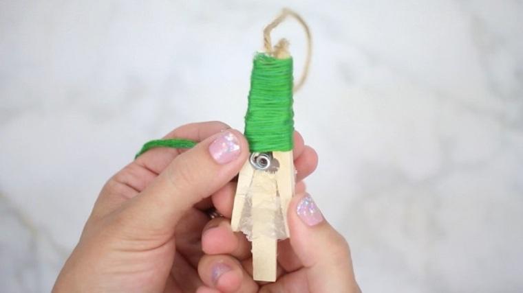 manualidades-de-navidad-faciles-de-hacer-adornos-arboles-pinzas-madera