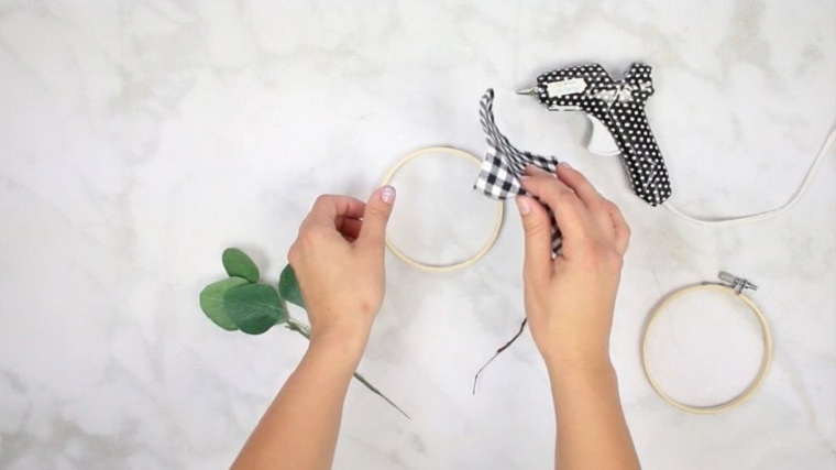 manualidades-de-navidad-faciles-de-hacer-adornos-aros-bordado-ideas