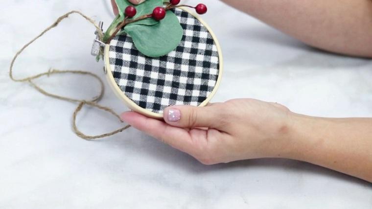 manualidades-de-navidad-faciles-de-hacer-adornos-aros-bordado-navidad
