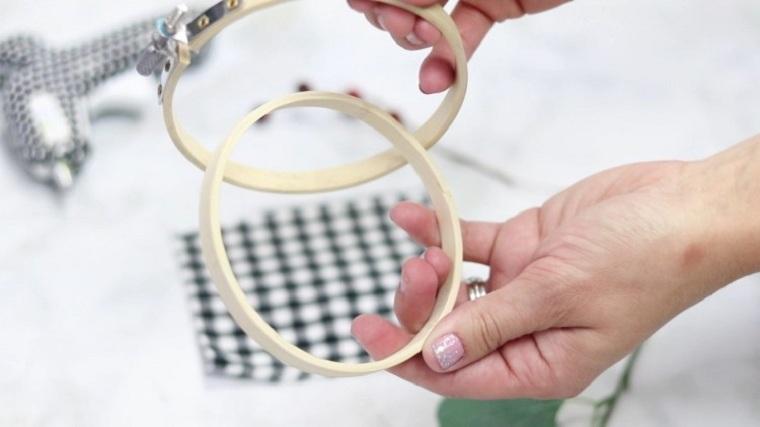 manualidades-de-navidad-faciles-de-hacer-adornos-aros-bordado