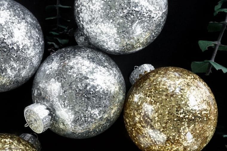 manualidades-opciones-bolas-doradas-plata