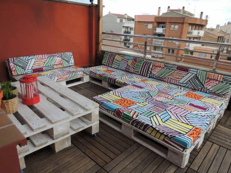 Muebles de pallet para relajarse y tomar el sol
