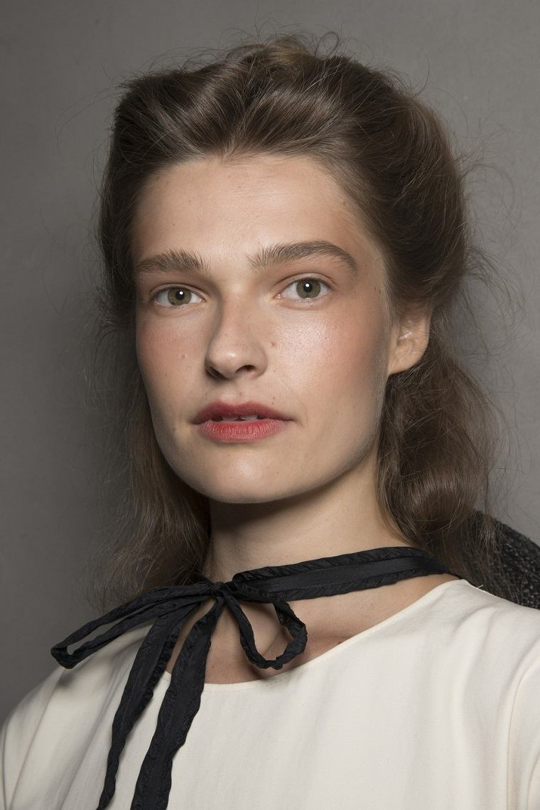 Brock-Collection-primavera-2019-ideas-moda-maquillaje-simple