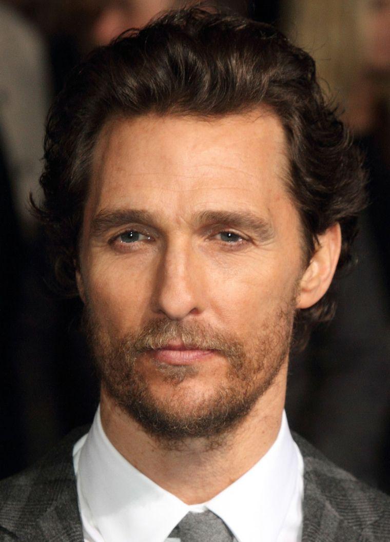 Matthew-McConaughey-actor-cabello-hacia-atras-opciones