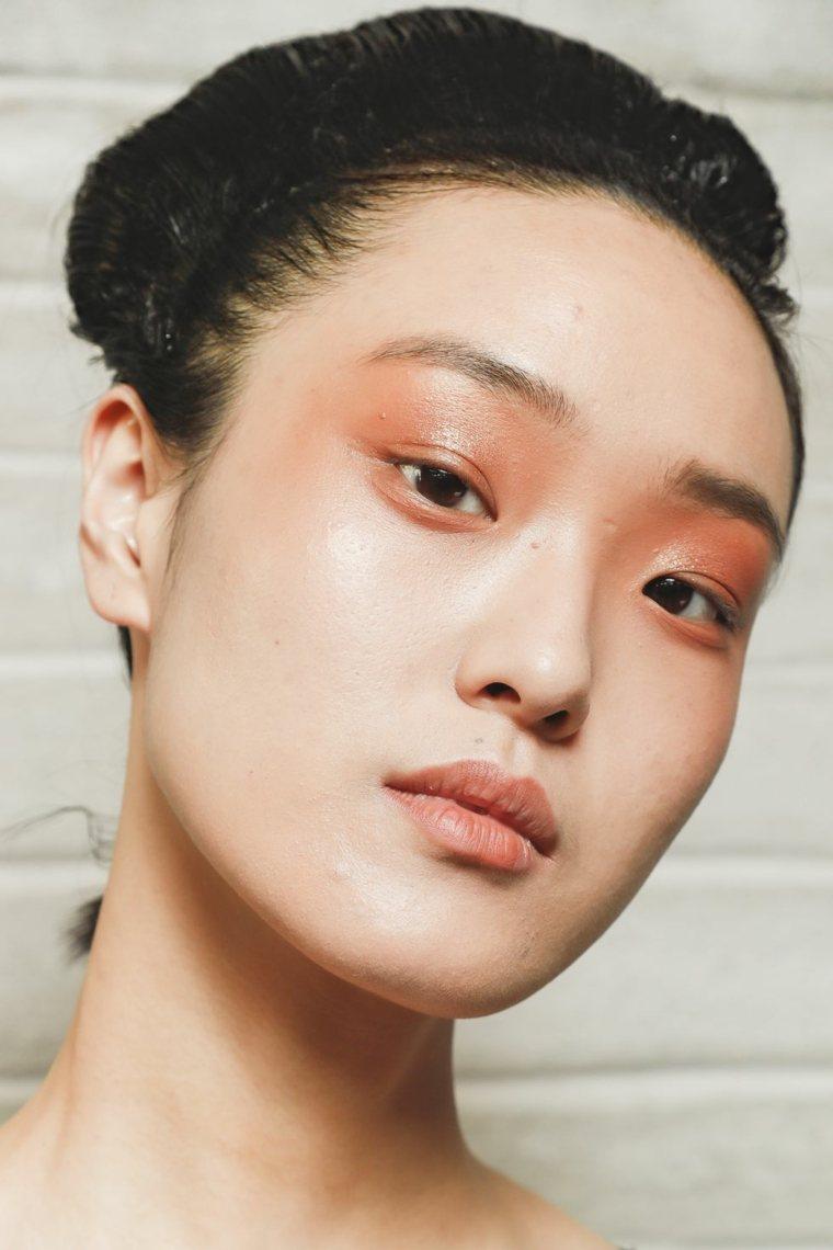 antonio-marras-maquillaje-color-claro-estilo-ahumado