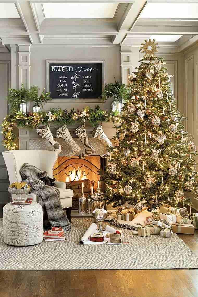 arbol-de-navidad-grande-brillante-luces-sala-estar