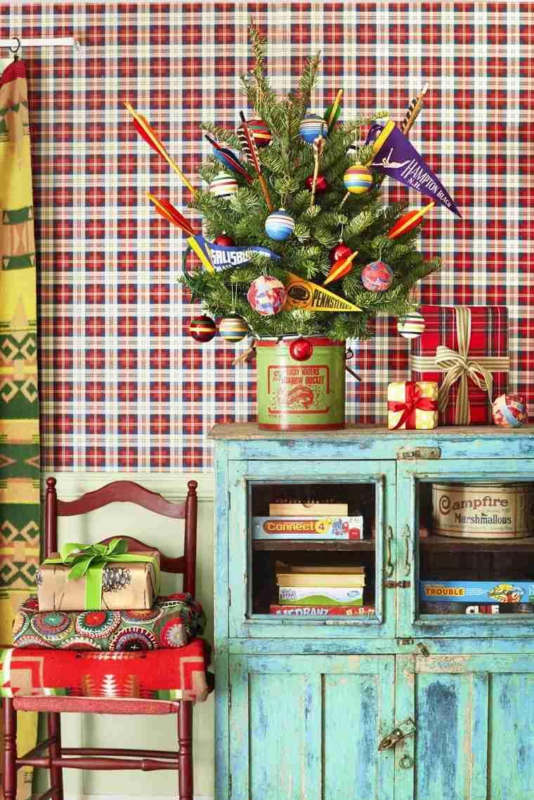 arboles-de-navidad-originales-decorar-armario