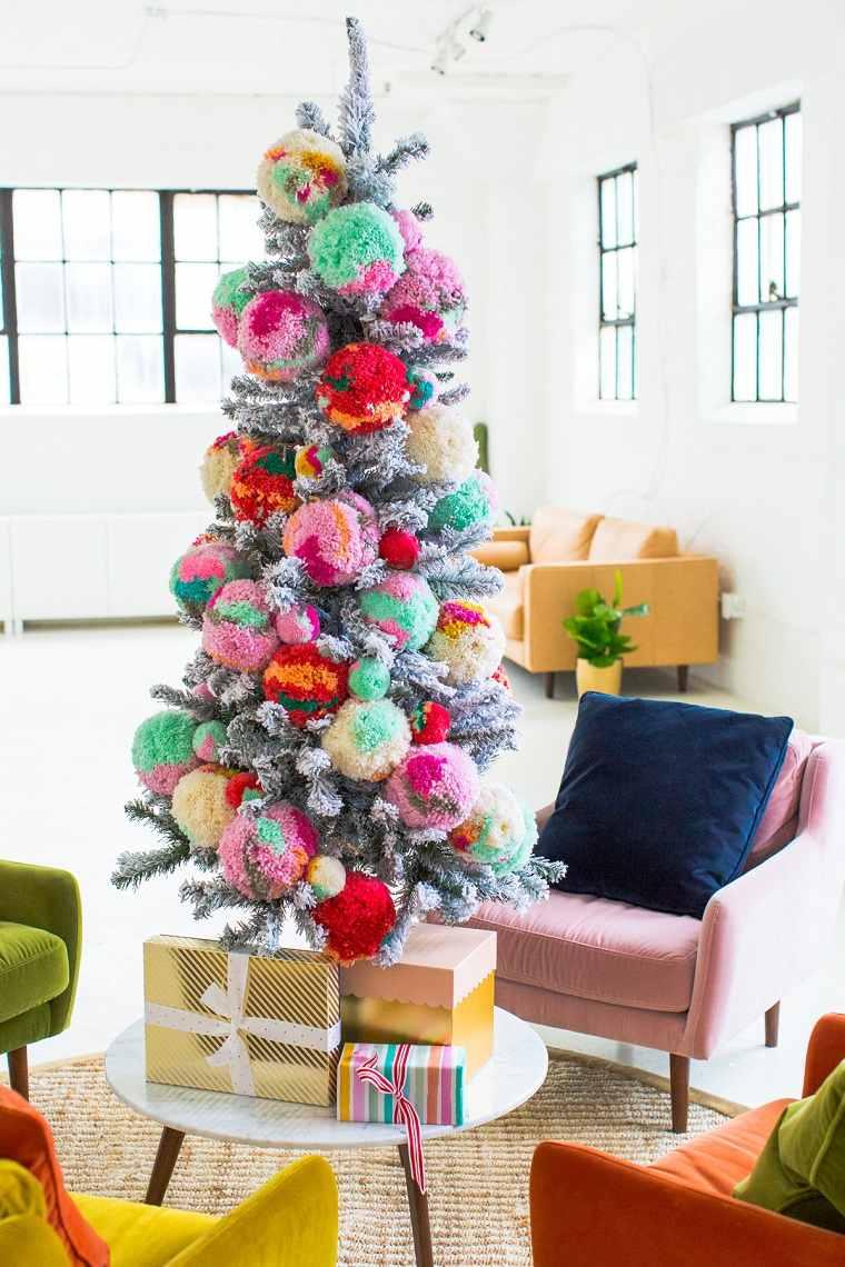 arboles-de-navidad-originales-decorar-pompones-ideas
