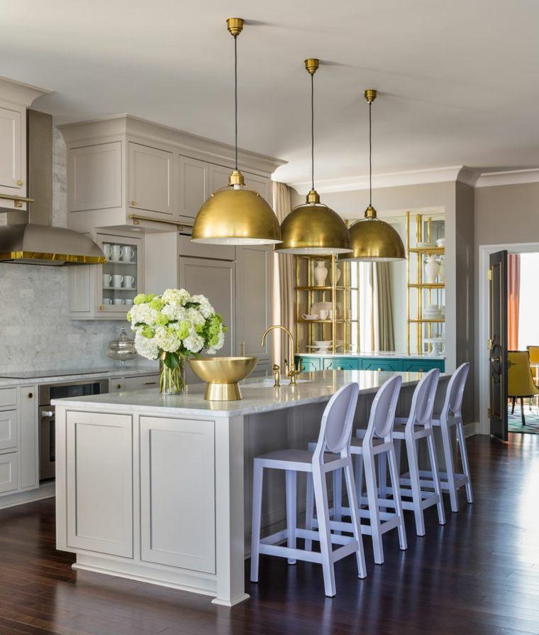 arreglos-florales-bellos-Tobi-Fairley-Interior-Design-cocina
