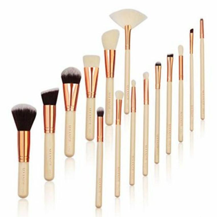 Conjunto de cepillos y brochas de maquillaje
