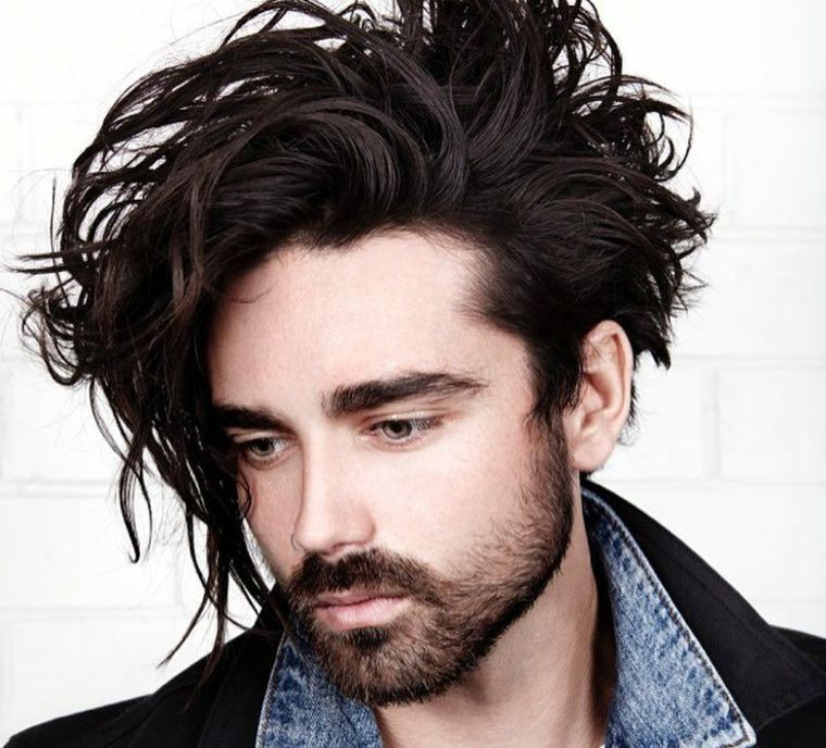 cabello-largo-peinado-revuelto-estilo-hombre