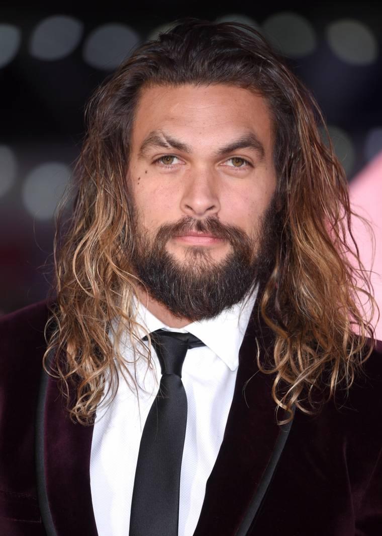 cabello-largo-rizado-barba-hombre-ideas