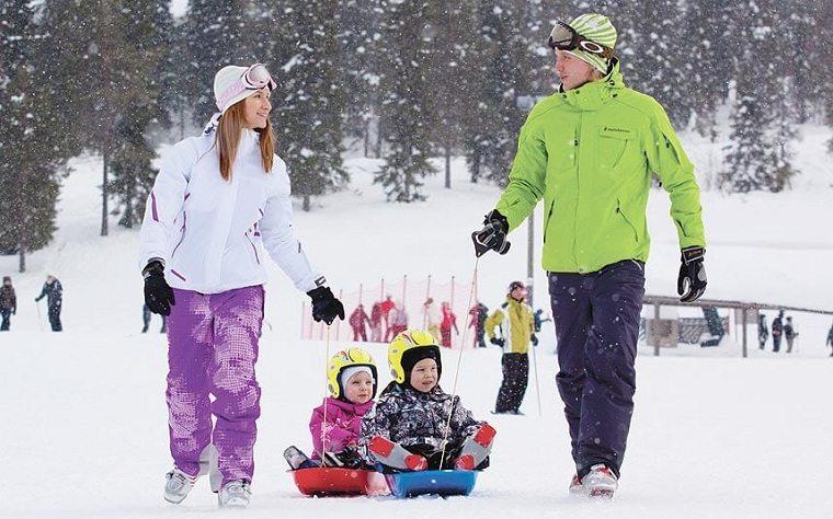 esquiar con niños-ideas-vaciones-invierno-familia