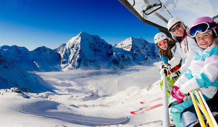 esquiar con niños-ideas-vaciones-invierno-montana-nieve-juegos