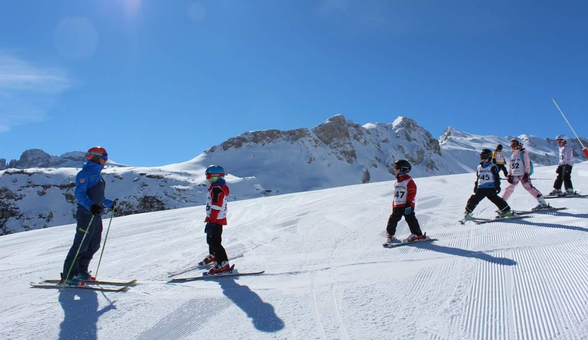esquiar-con-ninos-ideas-vaciones-invierno-montana-vacaciones