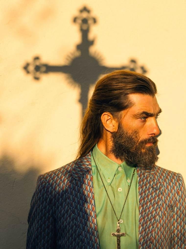 hombre-cabello-largo-estilo-masculino-opciones-moda