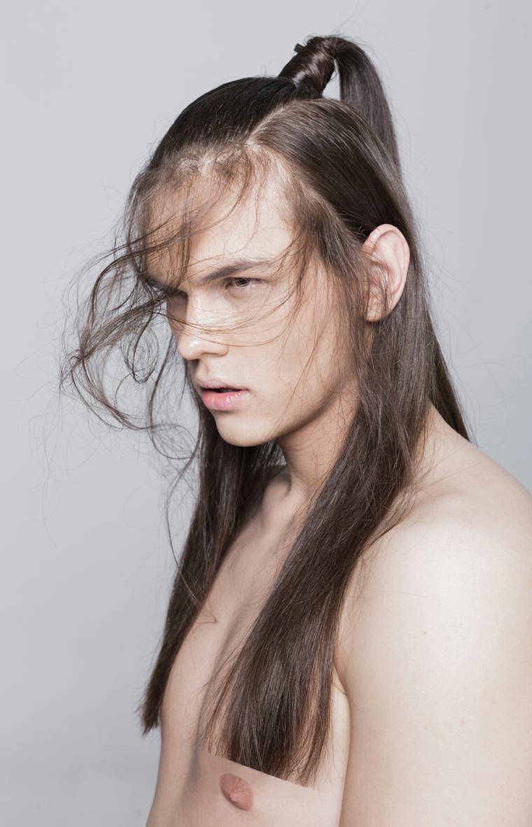 hombre-cabello-largo-liso-cola-ideas