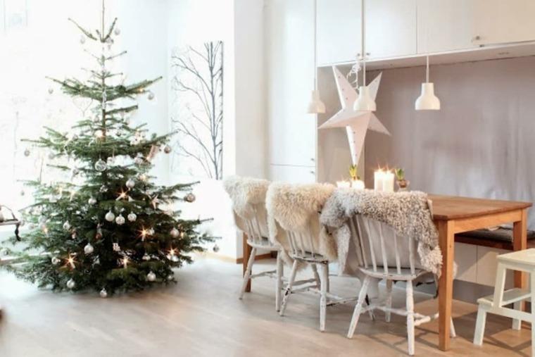 hygge decoración-arbol-navidad-sillas-estilo