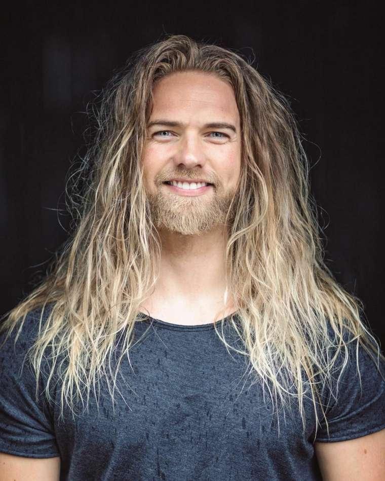 idea-hombres-cabello-largo-barba-opciones