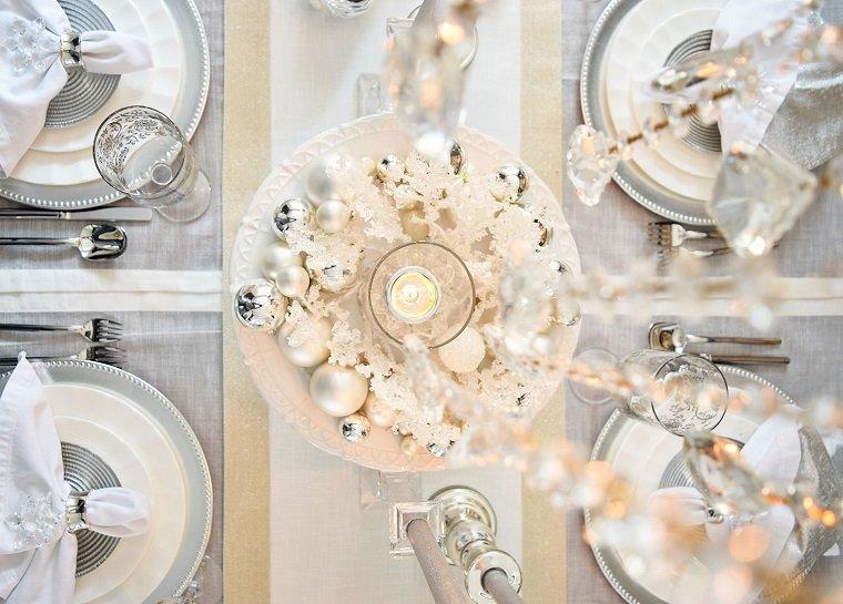 ideas-decorar-mesa-blanco-plateado-diseno