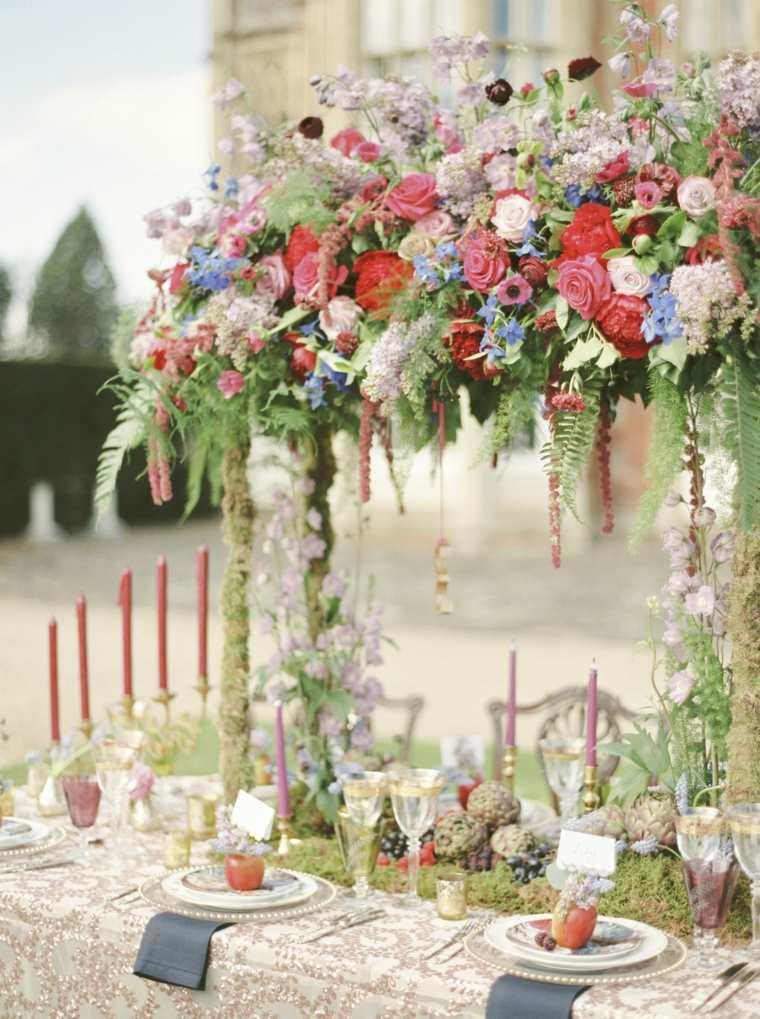 ideas-para-bodas-2019-estilo-tendencias-centro-mesa-alto-ideas