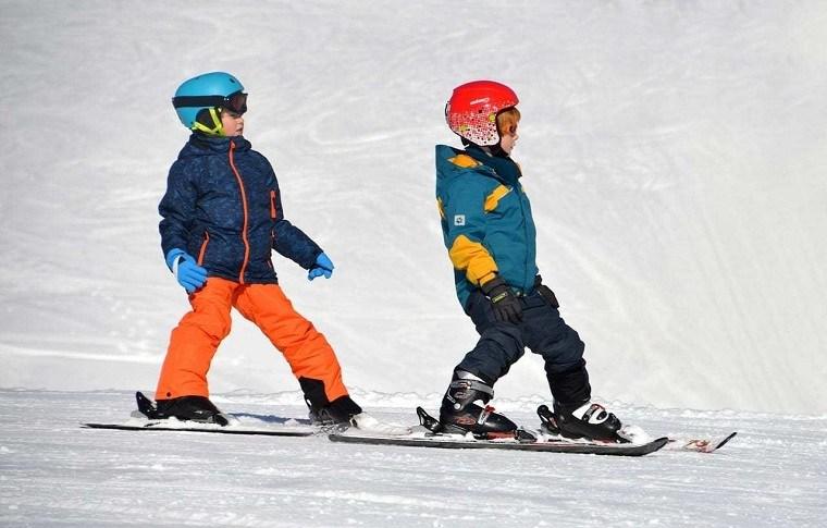 invierno-deporte-esqui-vacaciones-ninos