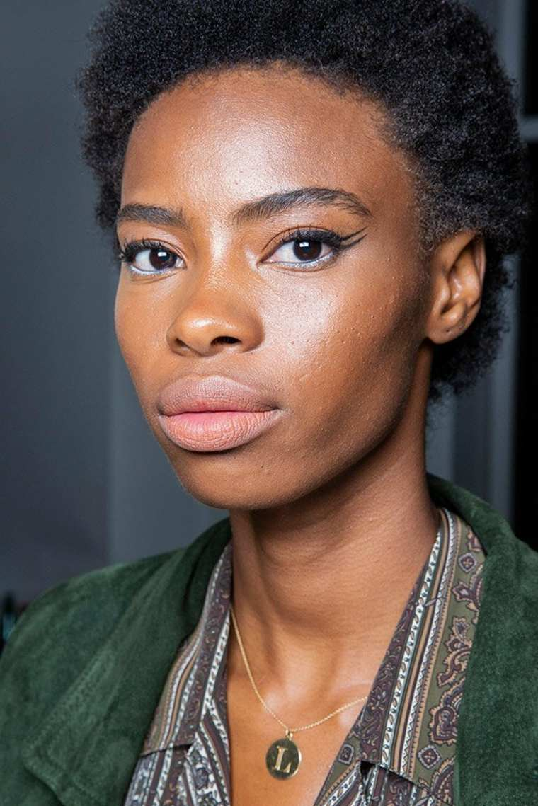 laquan-smith-primavera-2019-delineador-ojos-estilo-moda