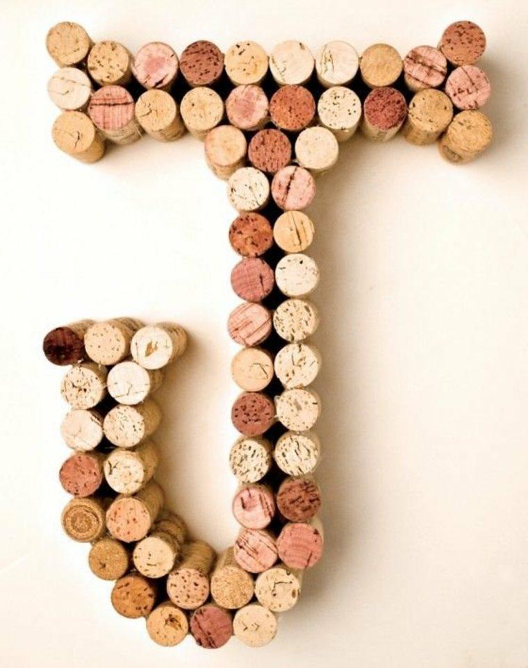 Use sus corchos de vino como imanes de nevera