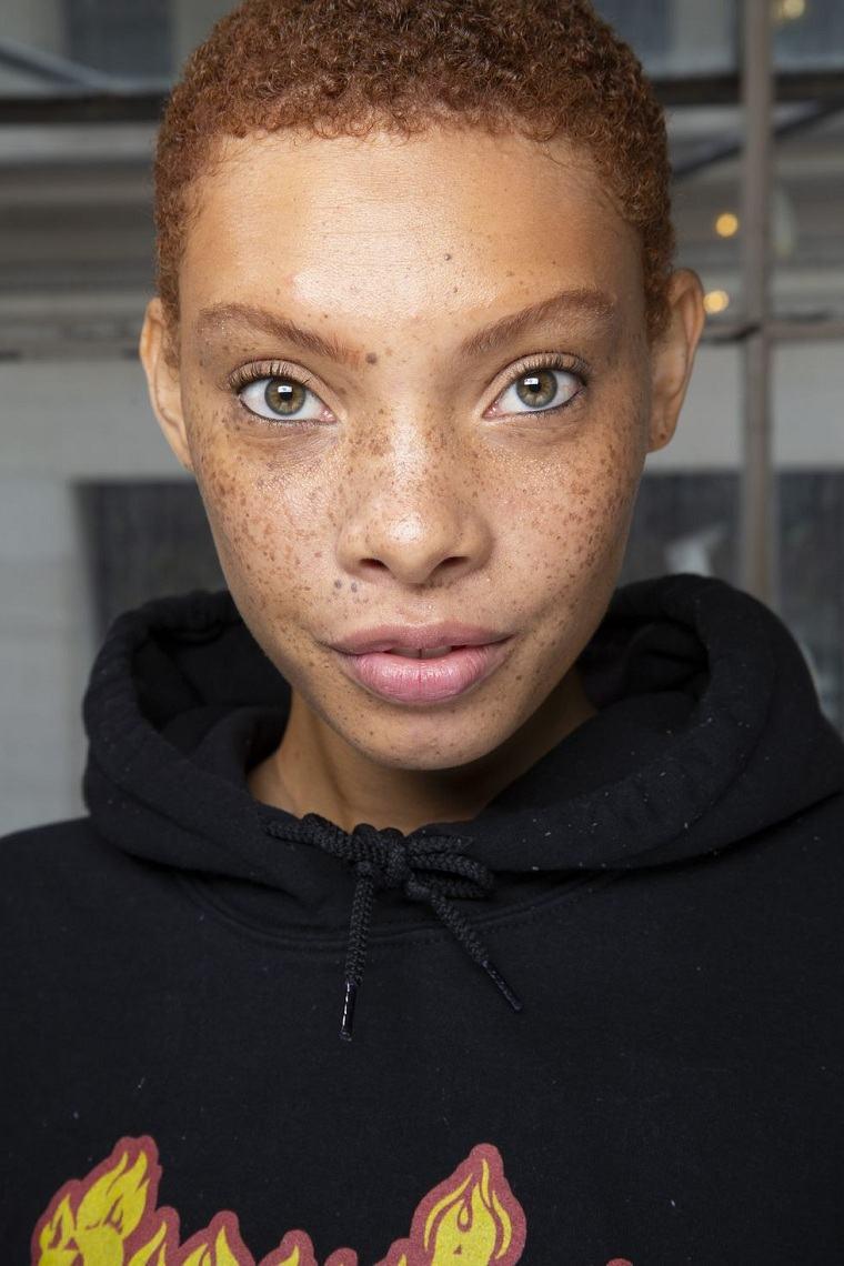 maquillaje-ojos-pasarela-2019-inspiracion-tibi