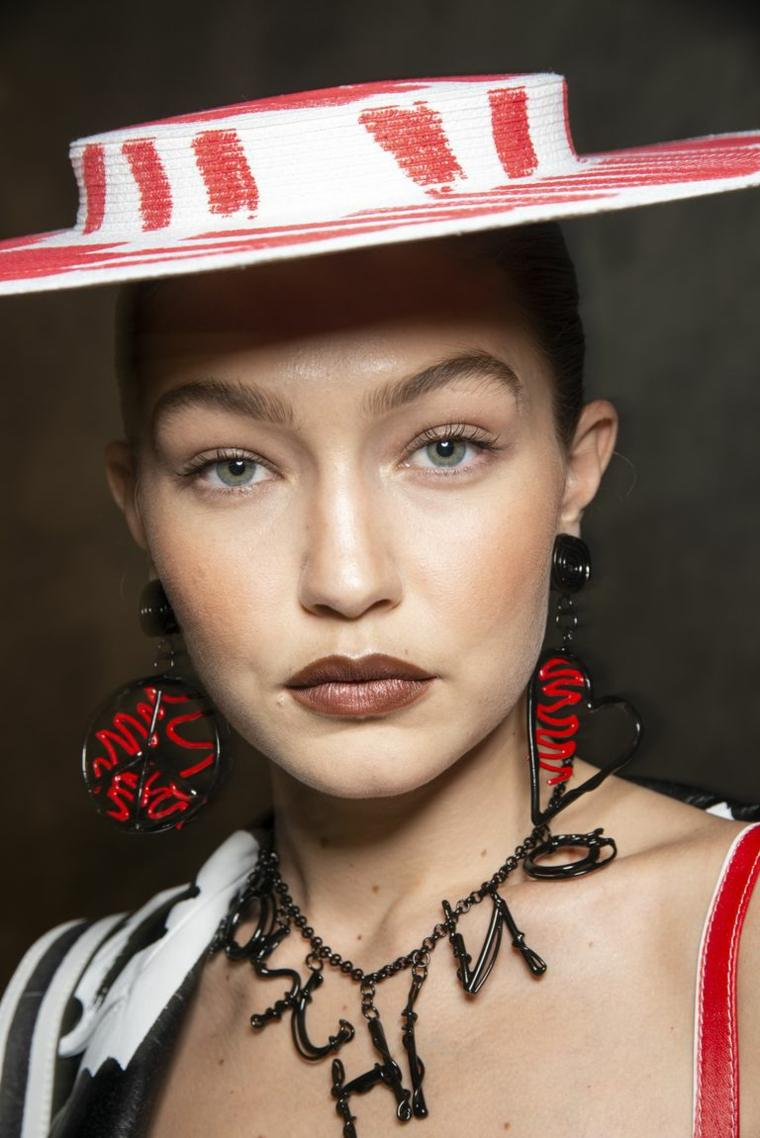 moschino-maquillaje-simple-modelo-2019