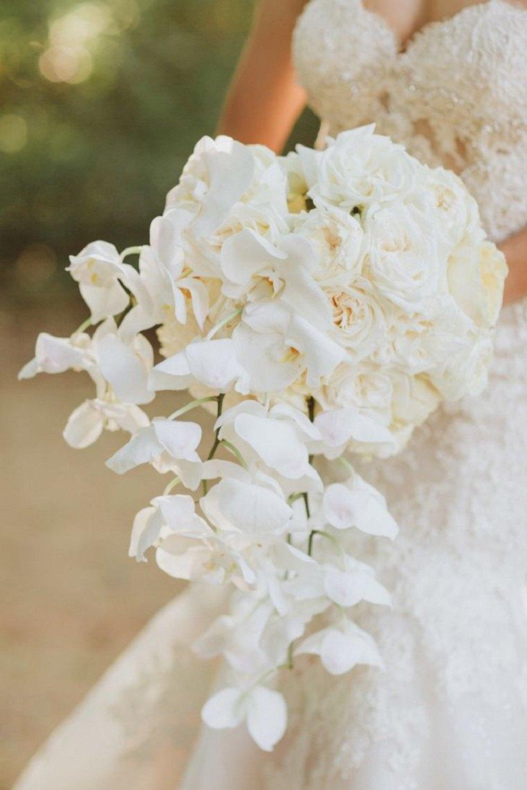 ramo-blanco-glamuroso-orquideas-rosas-ideas