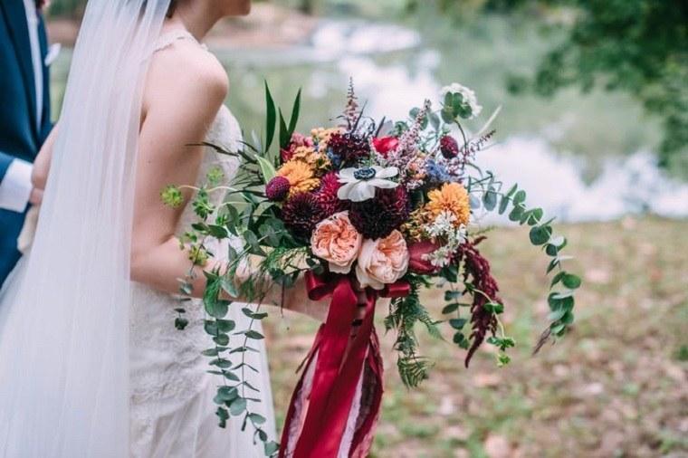 ramo-novia-anemonias-rosas-eucalipto-dalias