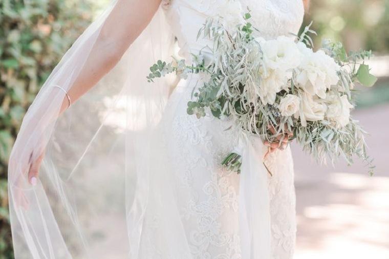 ramo-novia-lisianthus-blanco-peonias-eucalipto