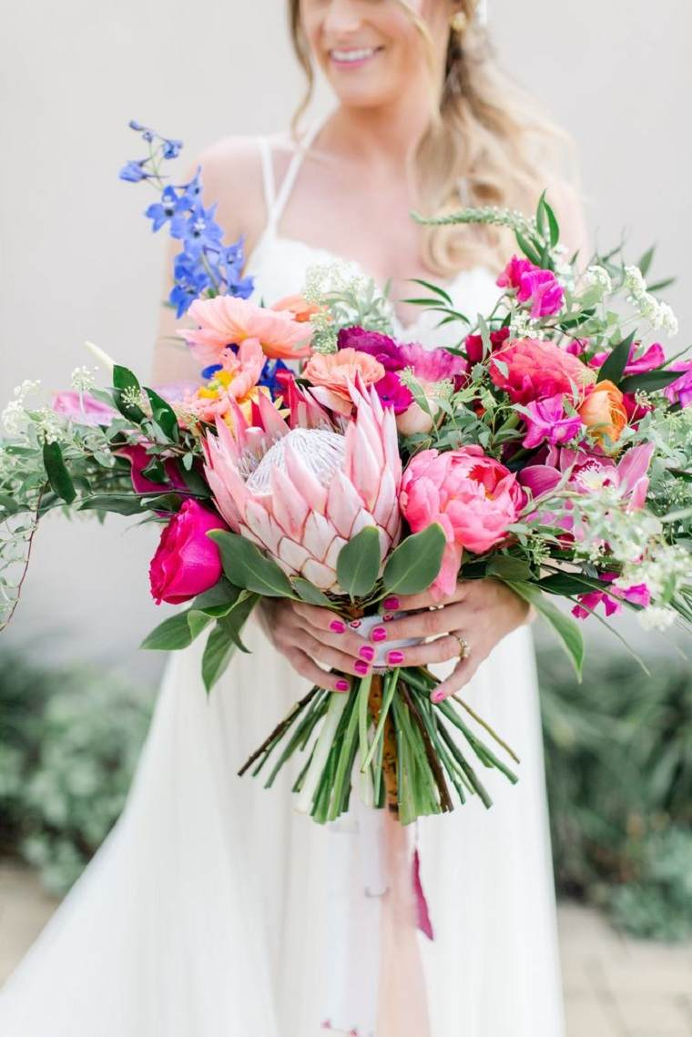 ramo-novia-protea-peonias-orquideas-lleno-bello