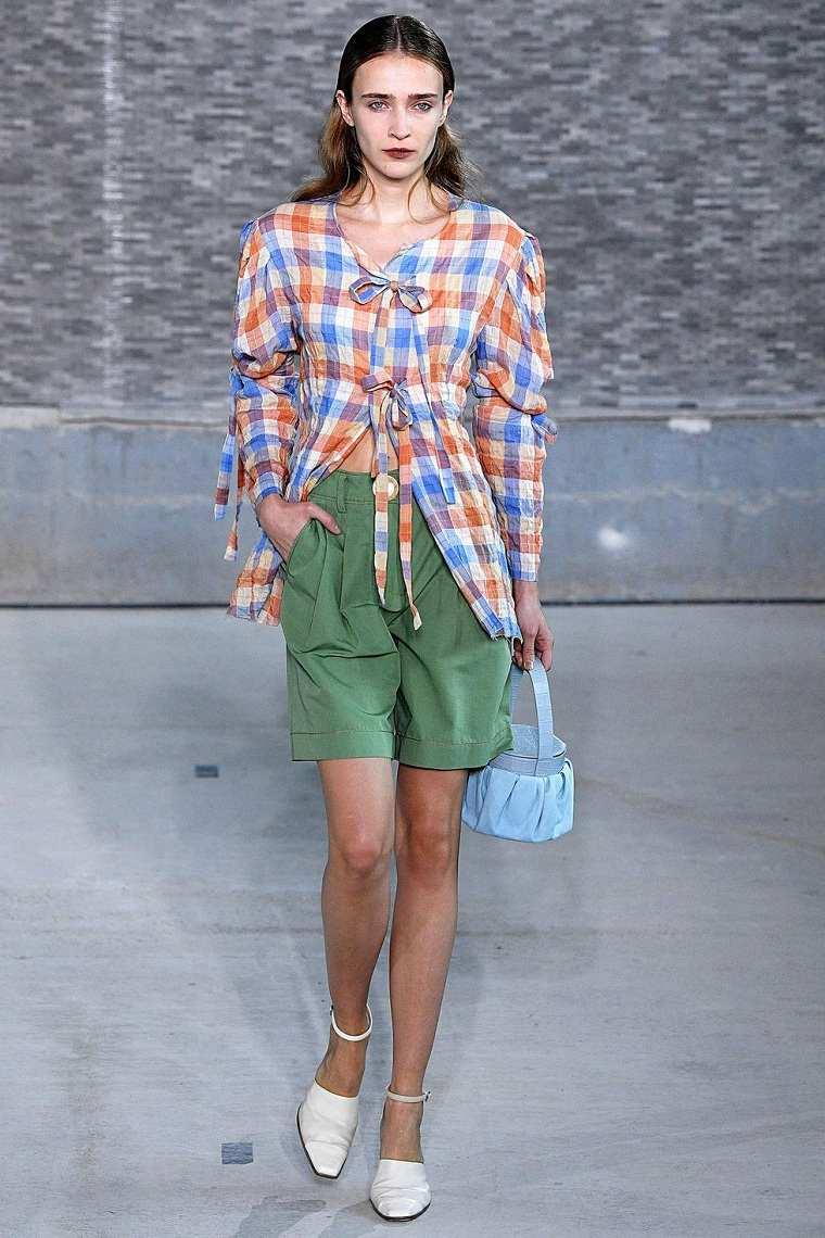 rejina-pyo-pantalones-verdes-ideas-estilo