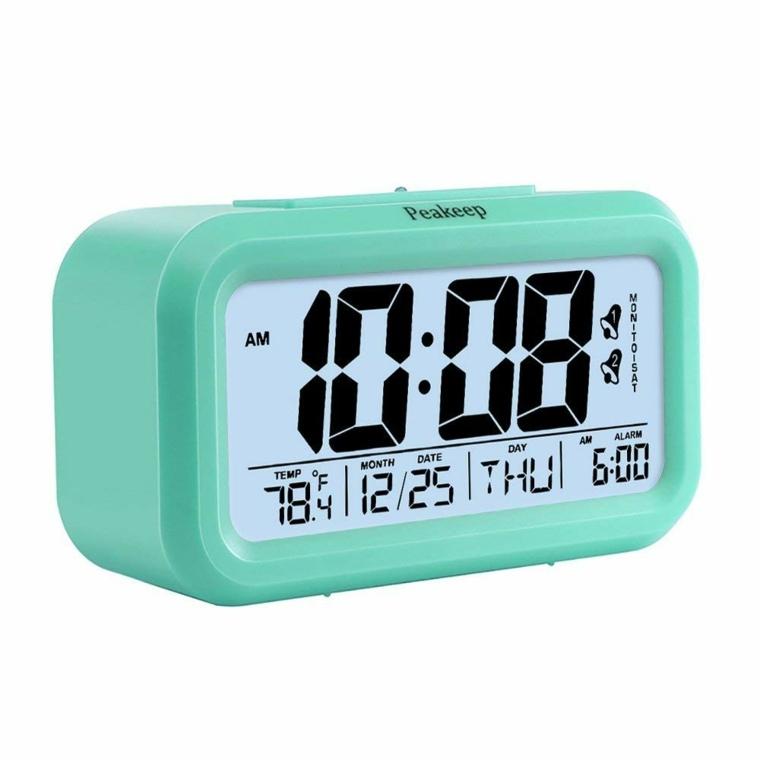 Despertador digital de viaje