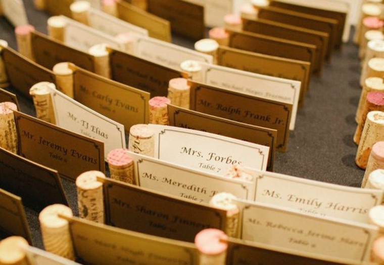 Haga unas magníficas tarjetas con sus corchos de vino