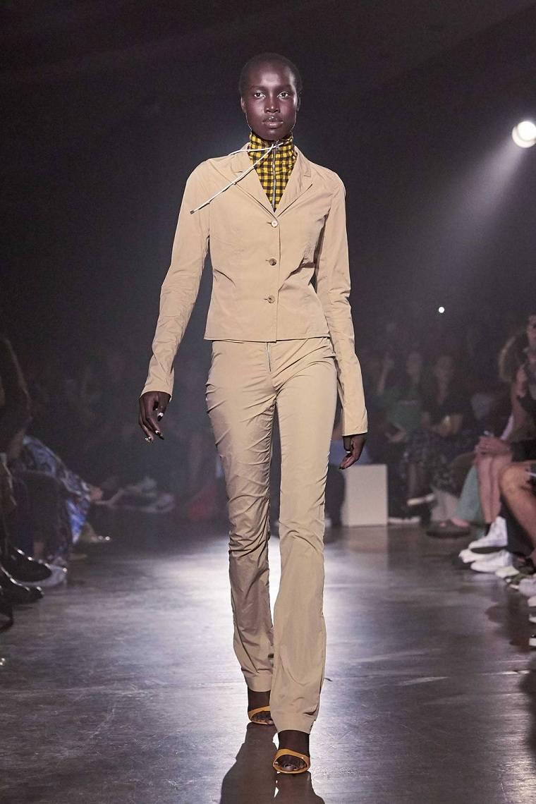 tendencias-de-moda-color-beige-kenzo