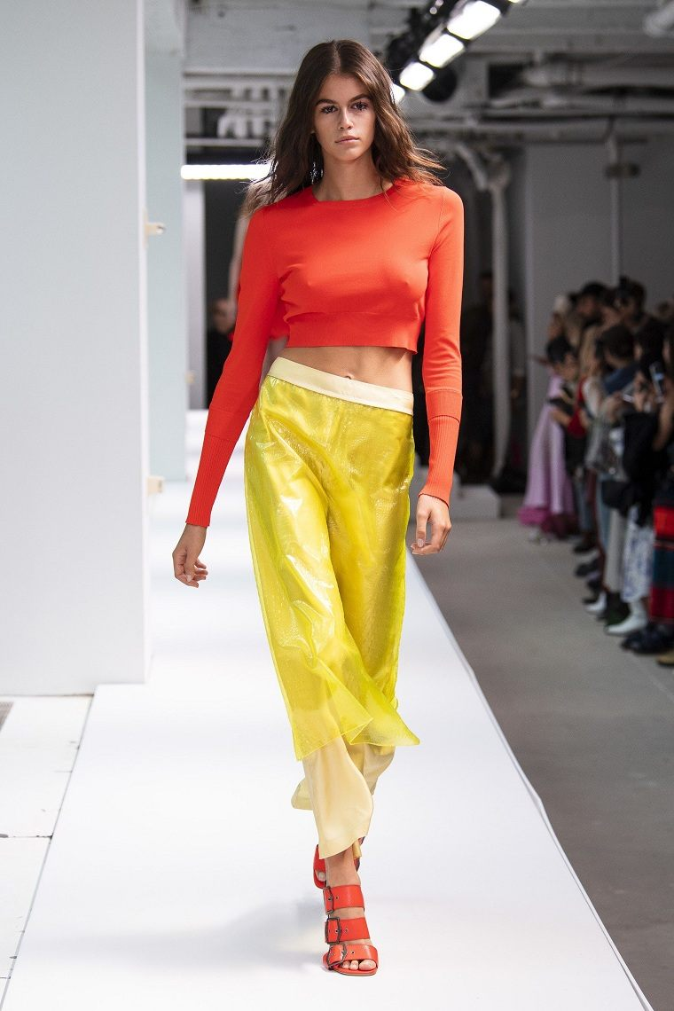 tendencias-de-moda-top-corto-estilo-primavera